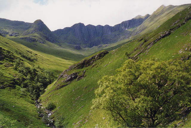 Approaching Coire Dhorrcail