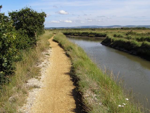 Footpath alongside the inlet, near Woodside
