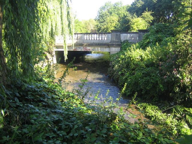 Colindale: Colindeep Lane bridge