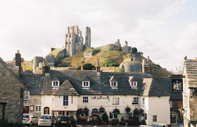 Corfe Castle: Greyhound Inn