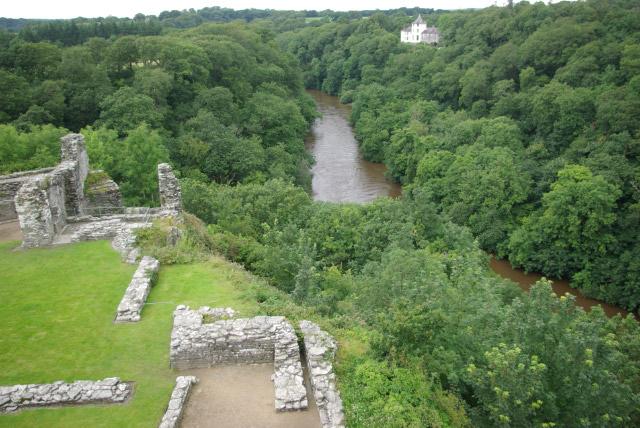 Cilgerran Castle and Afon Teifi