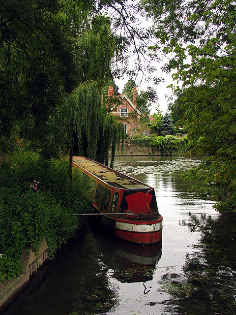 Residences and Moorings: Goring