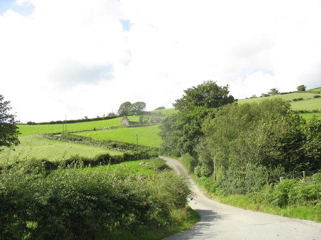A twisting section of the road between Braich y Fedw and Cefn Braich