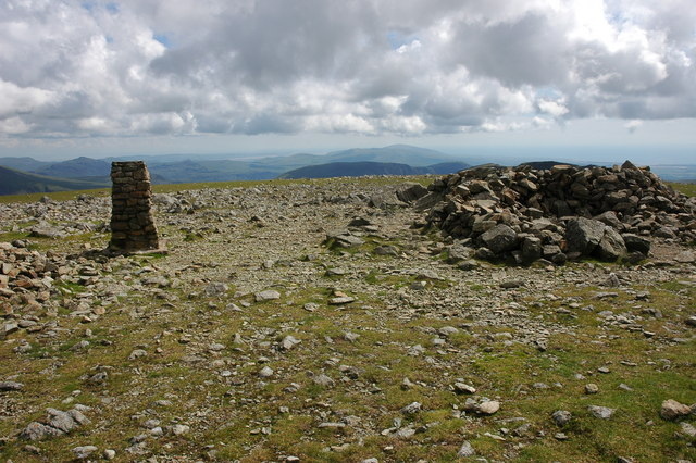 Trig point and shelter, Pillar