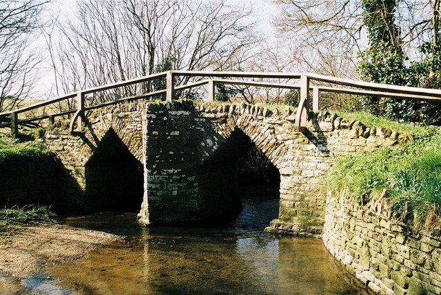 Fifehead Neville: pack-horse bridge