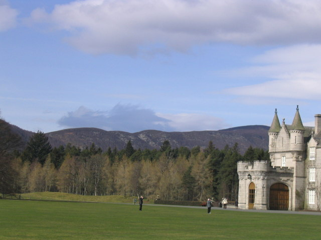 Main entrance with the mountains beyond