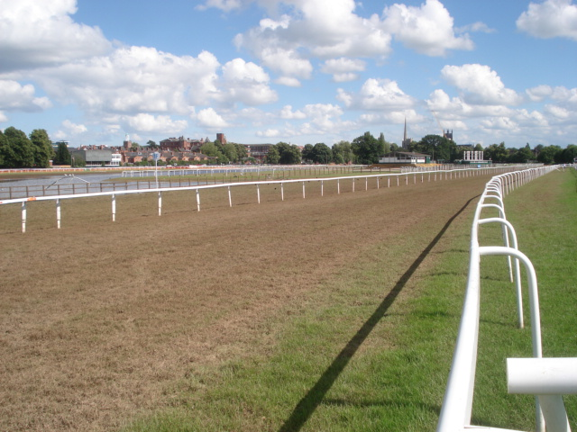 Final straight at Worcester Racecourse