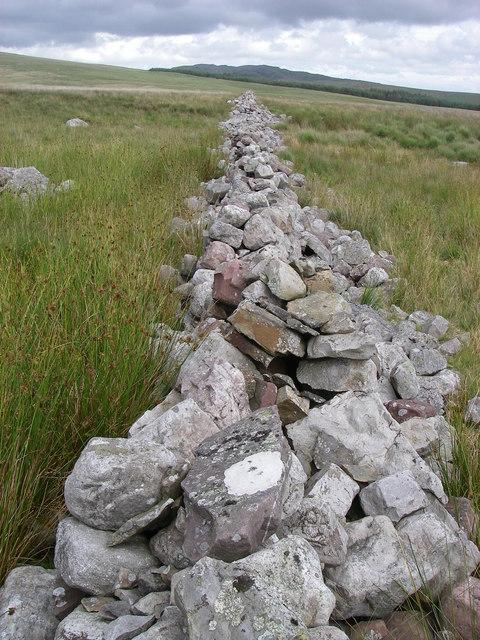 Wall leads the eye to Cribarth
