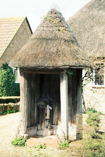 Fontmell Magna: the thatched pump