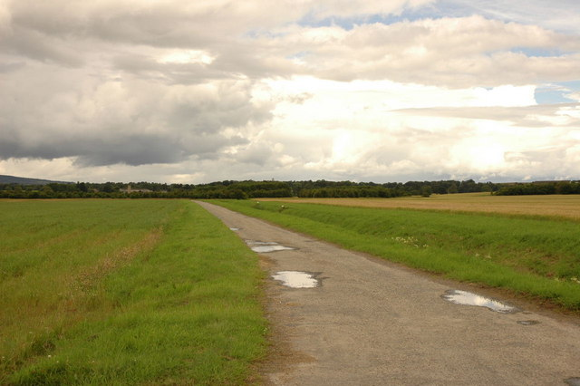 Farm road to Glastullich Farm