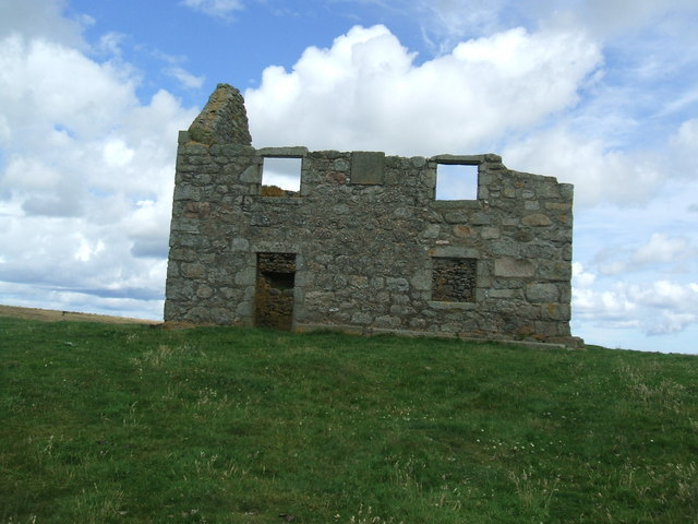 Hunter's Lodge on Mormond Hill
