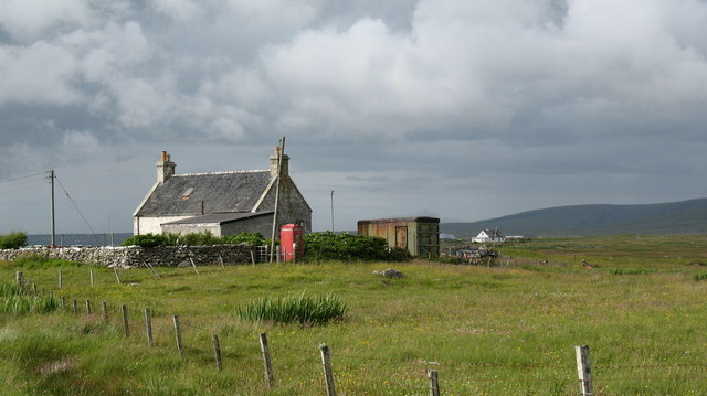 House and telephone box on Baleshare