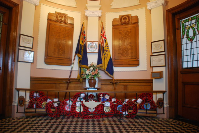 Cofeb Ryfel yn Neuadd Goffa Cricieth - War Memorial in Criccieth Memorial Hall