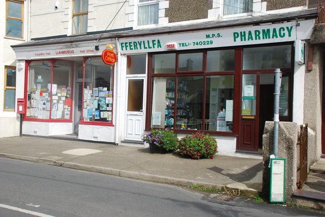 Swyddfa'r Post a Fferyllfa Llanbedrog Post Office and Pharmacy