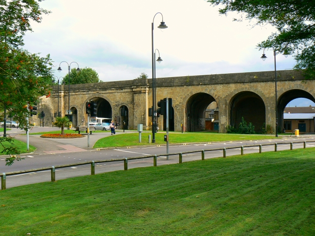 Railway viaduct, New Road, Chippenham (3)