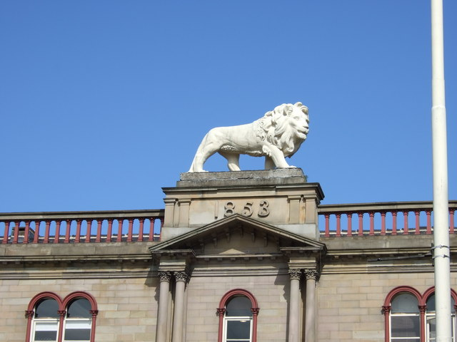 Huddersfield - John William Street, lion statue