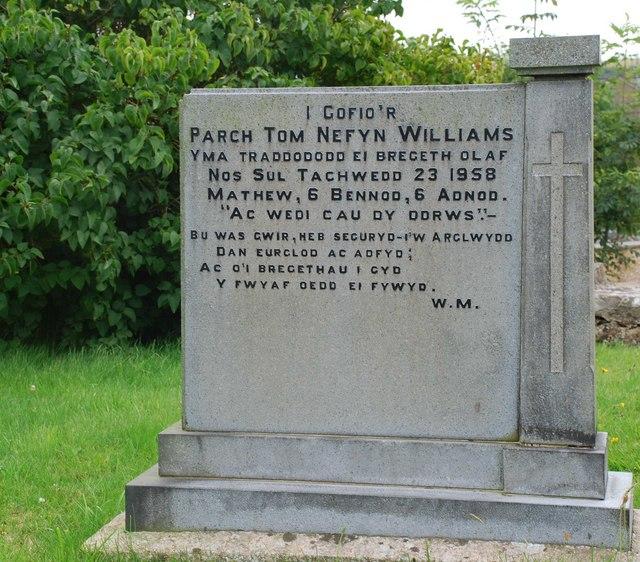 Cofeb Tom Nefyn Williams Memorial