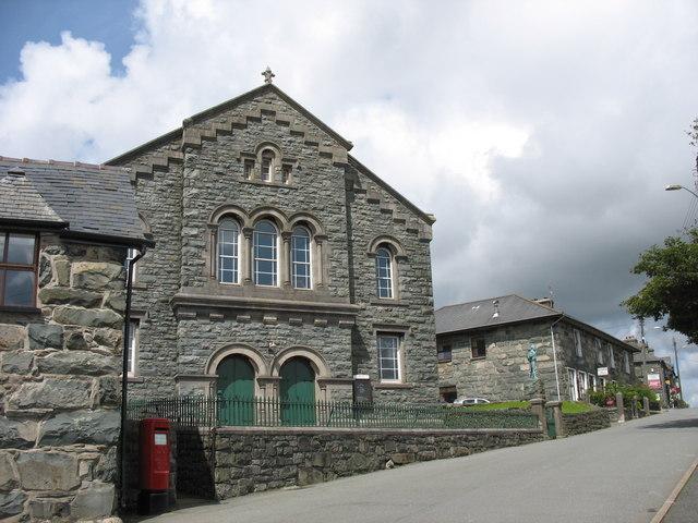 Moreia - Capel Cydenwadol y Fro a Chofeb Hedd Wyn.  Moriah Interdenominational Chapel and the Hedd Wyn Memorial