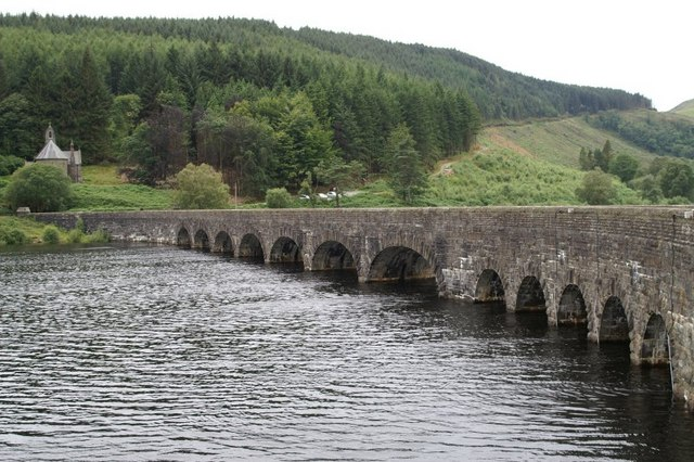 Bridge and dam on Caban Coch reservoir