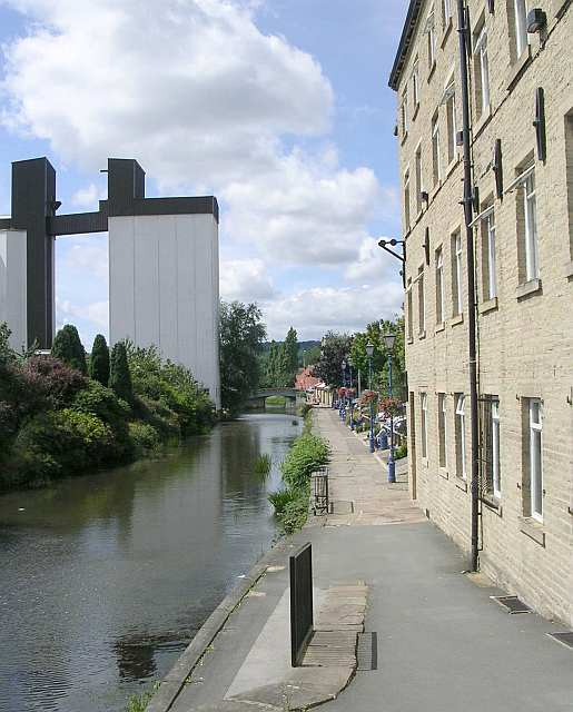 Canal Side Walk - Calder & Hebble Navigation