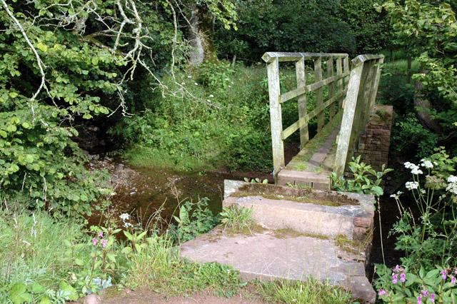 Footbridge over Roe Beck