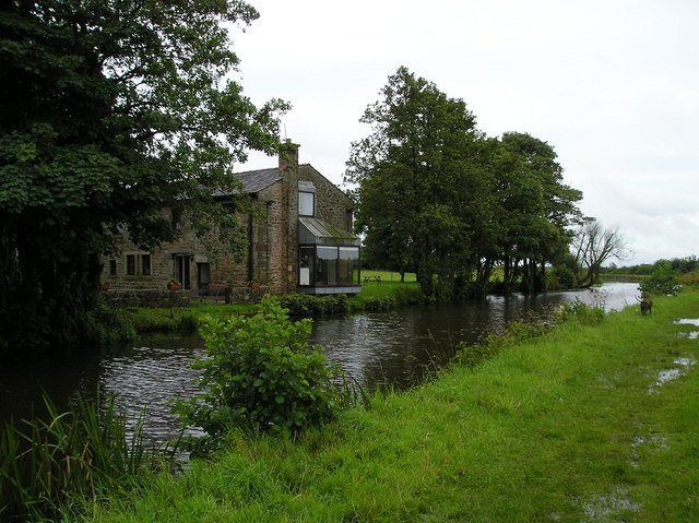 House next to Lancaster Canal