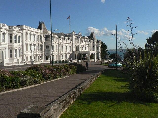 Bournemouth: Royal Bath Hotel and sea glimpse