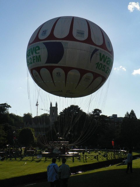 Bournemouth: the balloon hides the sun