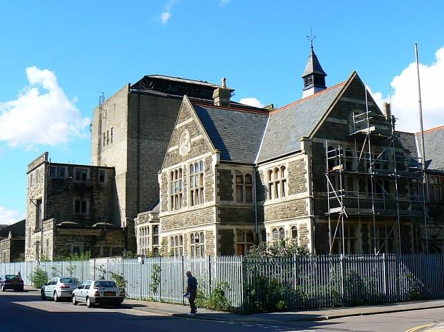 GWR Mechanics' Institution, Emlyn Square, Swindon (1)