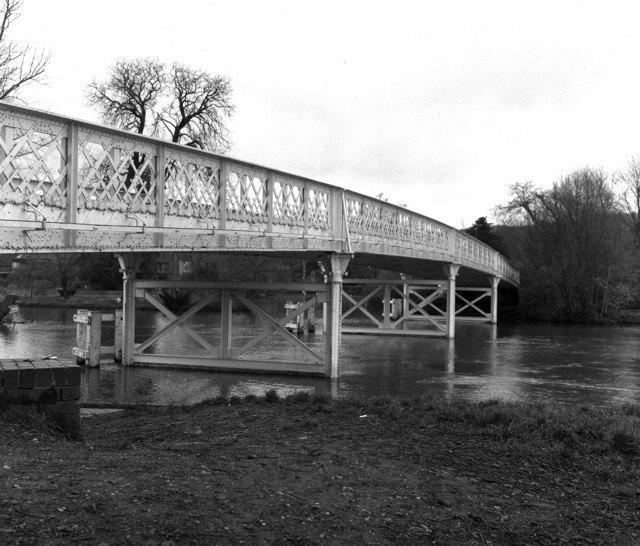 Whitchurch Bridge, River Thames