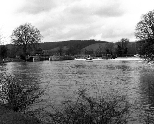 Mapledurham Lock and Weir, River Thames