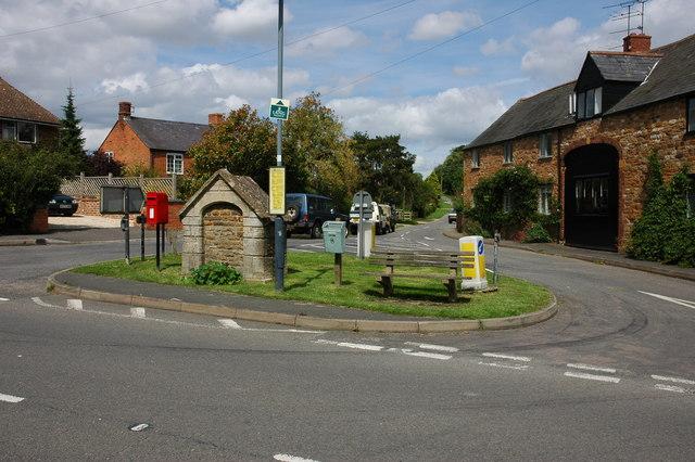 Road junction in Upper Brailes