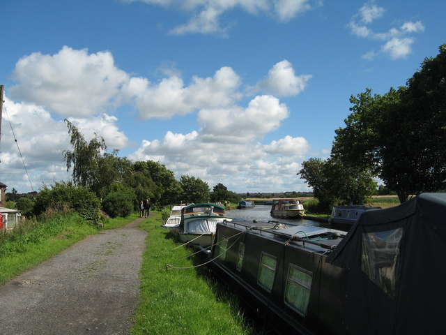 Towpath of Leeds-Liverpool Canal near Burscough