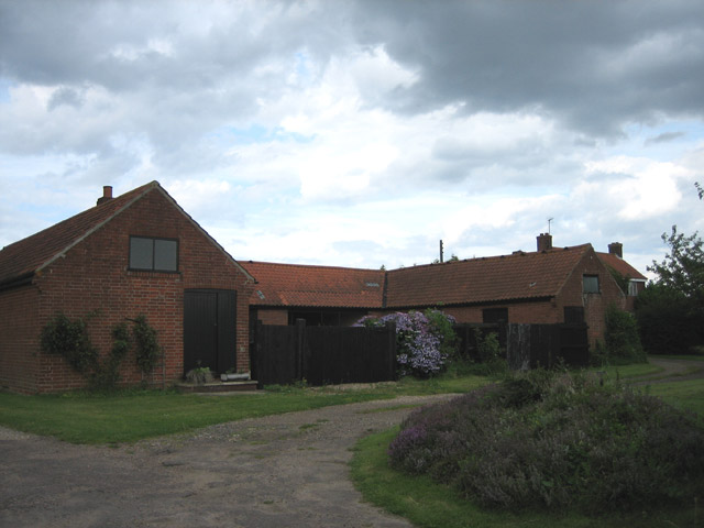 Farm buildings on Elderton Lane