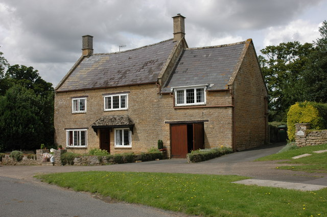 Cottage in the village of Cherington