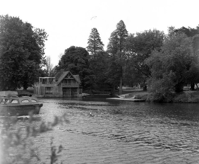 Boathouse, Carmel College, River Thames