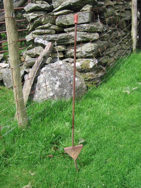 Electric fence stake