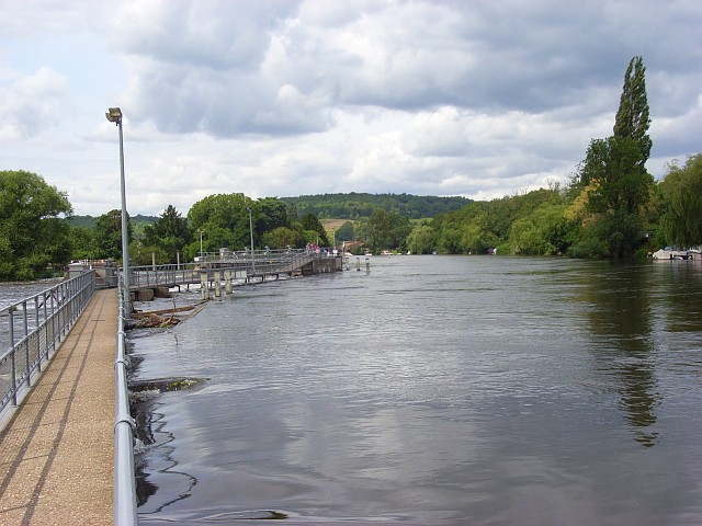 The River Thames, Mill End