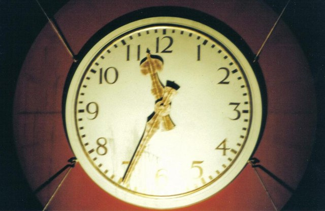 Strouden: Hampshire Centre clock – close-up