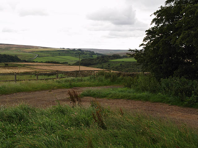 View across farmland from near Warren Farm