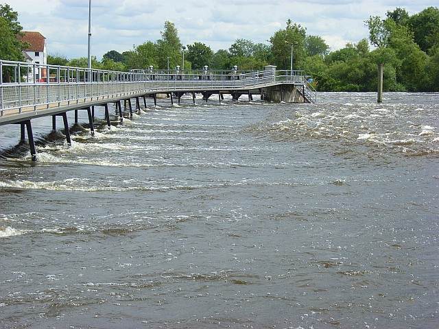 The weir at Mill End
