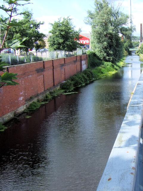 Huddersfield Broad Canal, Leeds Road