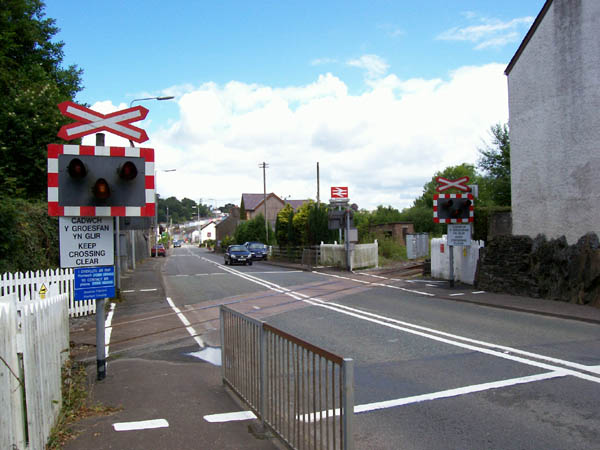 Ungated level crossing