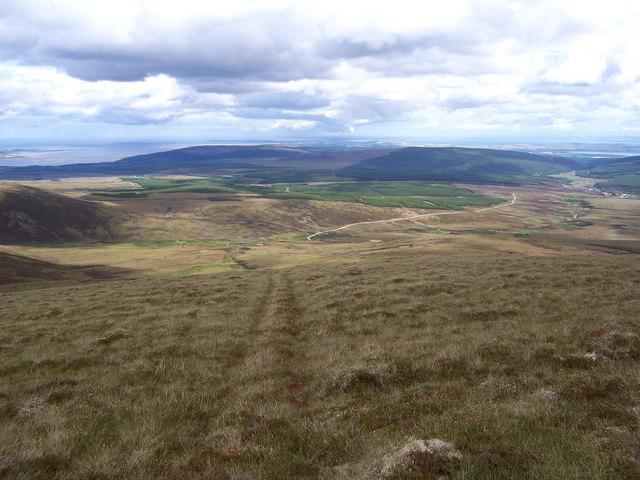Looking down the east ridge of Beinn Tharsuinn.