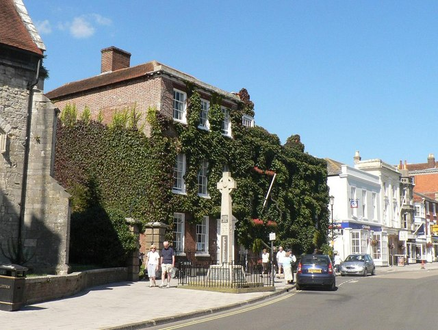 Lymington: war memorial and ivy-clad building