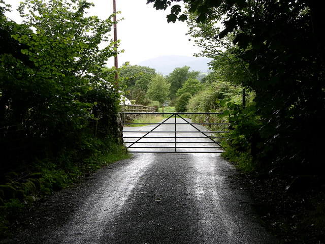 Lane beside Torrent Walk