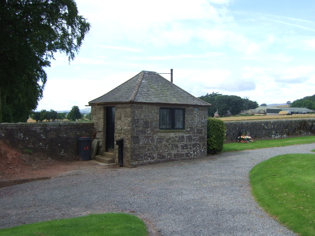 Gate-house at Fettercairn cemetery