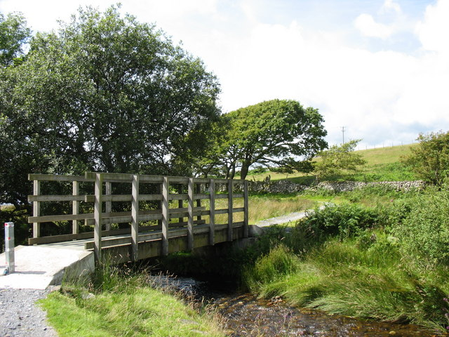 Cycleway footbridge over Nant Islyn