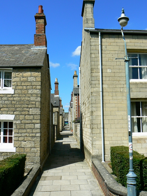 Alley from Taunton Street to Bristol Street, Swindon (1 of 2)