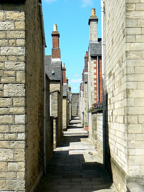 Alley from Taunton Street to Bristol Street, Swindon (2 of 2)